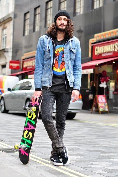 11b65465757d3 O skate se tornou popular a ponto dos skatistas modernos usarem todo tipo  de roupa. Dito isso