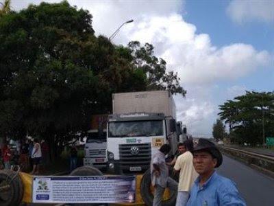Protesto de caminhoneiros chega ao fim e BR-101 é liberada