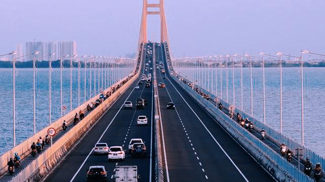 Jembatan_Suramadu_arus_mudik