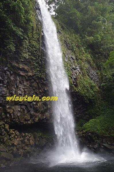 https://www.wisatain.com/2019/10/air-terjun-lembah-anai-wisata-alam-di.html