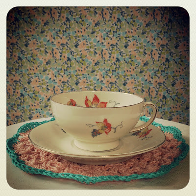 ByHaafner, vintage teacup, crochet, doily, handmade, pastel, wallpaper with flowers