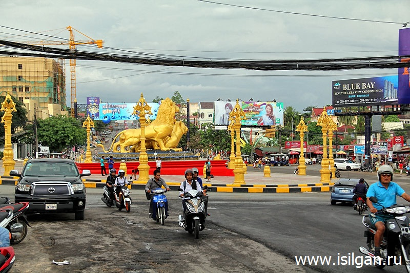 Golden Lions Monument