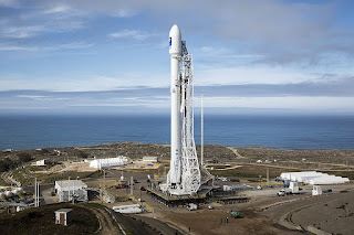 https://commons.wikimedia.org/wiki/File:2016_Falcon_9_at_Vandenberg_Air_Force_Base.jpg