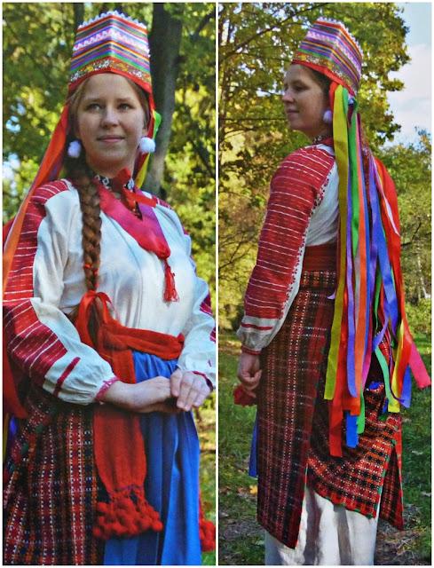 traditional costume of Belarus girl