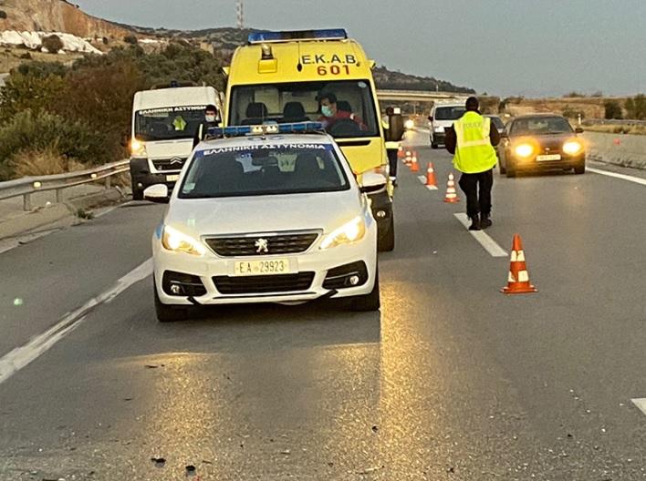 Δύο τραυματίες σε σοβαρό τροχαίο στην Ν. Καρβάλη - ΦΩΤΟ