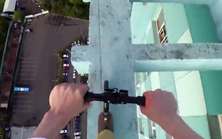 Νεαρός κάνει πατίνι στην κορυφή ουρανοξύστη! ΒΙΝΤΕΟ