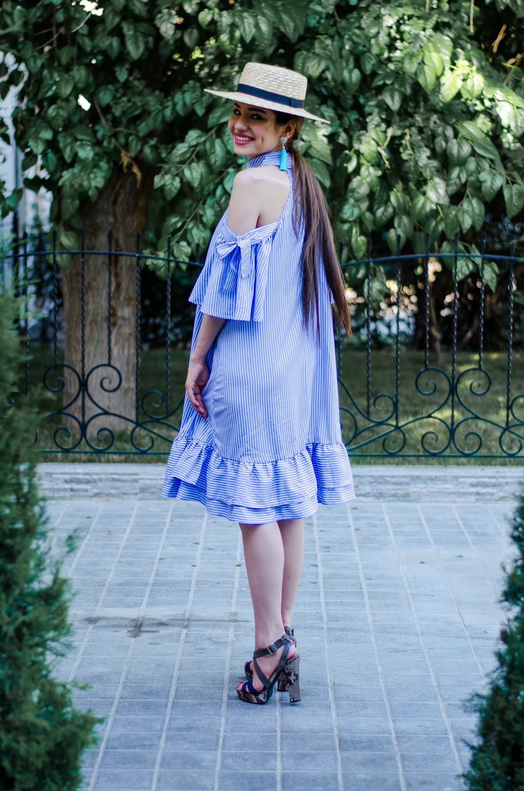 diyorasnotes diyora beta fashion blogger style outfitoftheday lookoftheday striped dress midid dress cold shoulders straw hat asos colorblock bag high heels street style outfi