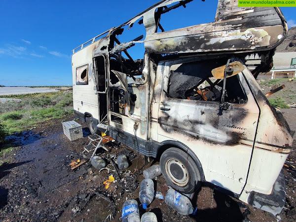 Una autocaravana se incendia en Los Llanos de Aridane