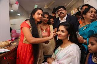 Sreemukhi Launches Manvis Saloon  0074.jpg