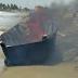 Armada Dominicana quema yola encontrada en las costas de Nagua.