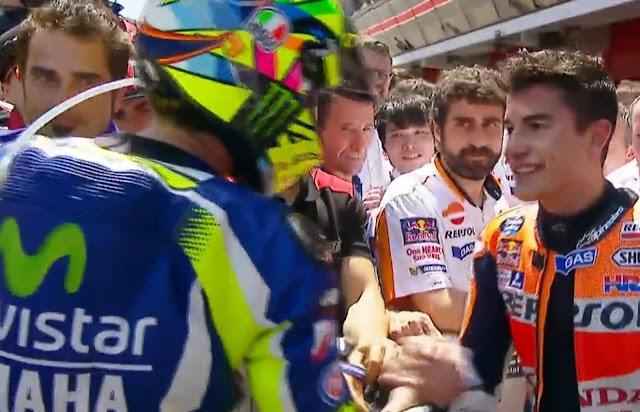 Akhirnya, Jabat Tangan Rossi Marquez Terjadi Juga