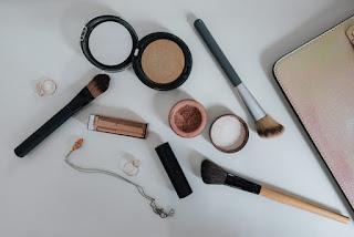 make up kit as Christmas gifts