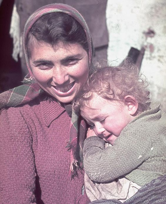Jewish mother and child in the Ghetto, color photos worldwartwo.filminspector.com