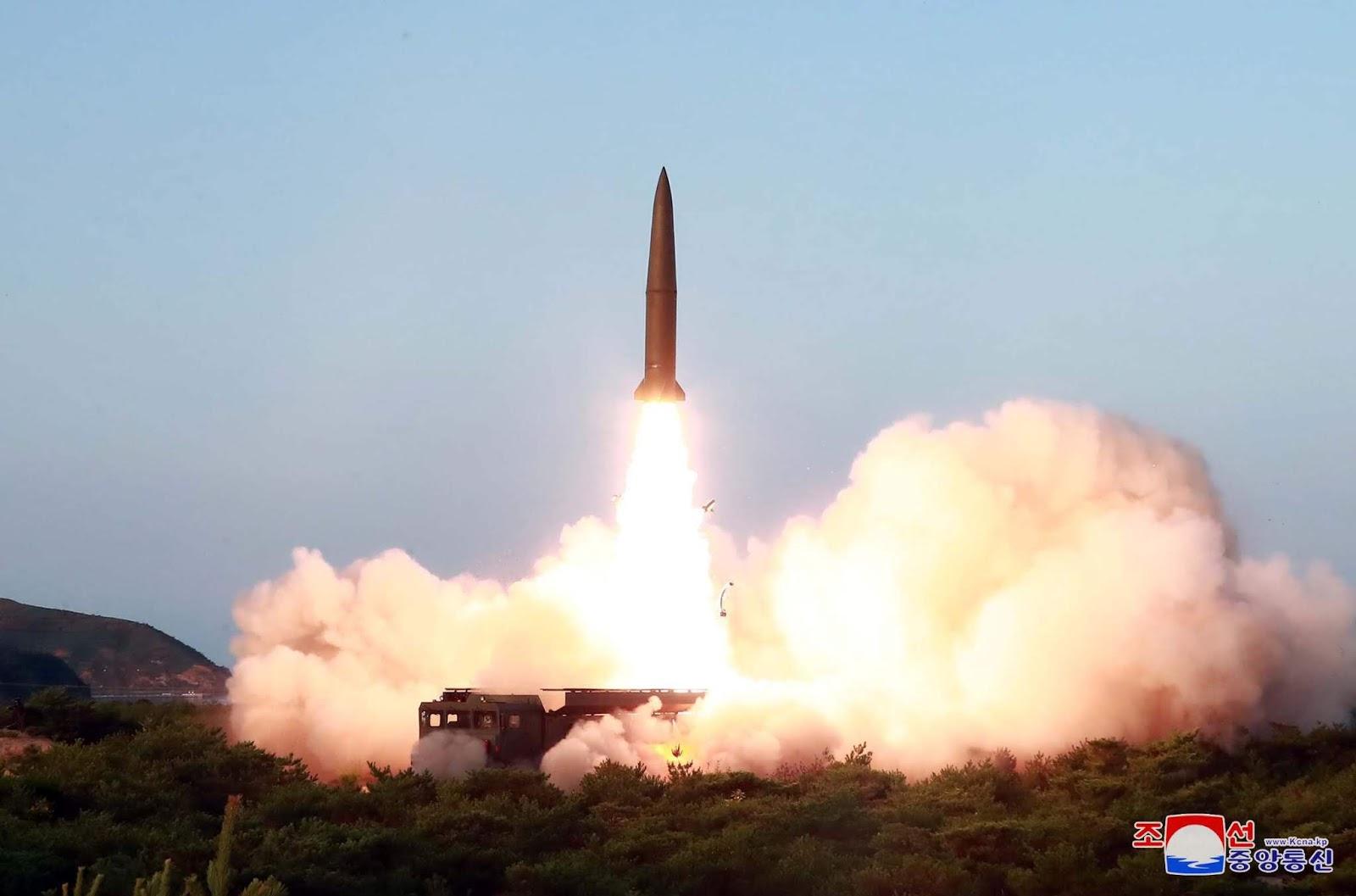 Ziemeļkoreja atkārtoti izmēģina 2 ballistiskās raķetes