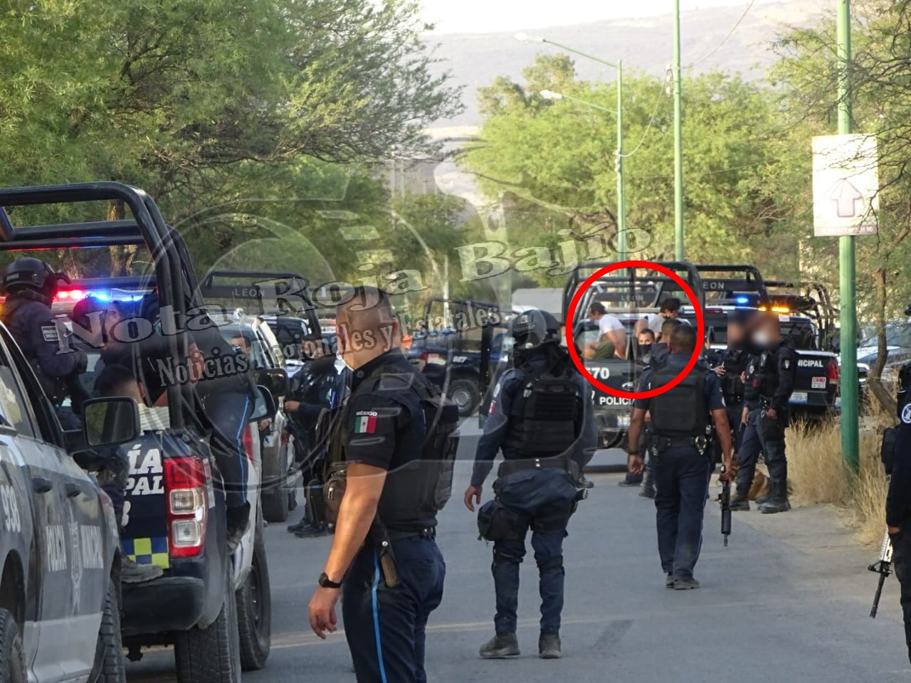 Policías se enfrentan a Comando Armado en León; Guanajuato, detienen a 2 pistoleros
