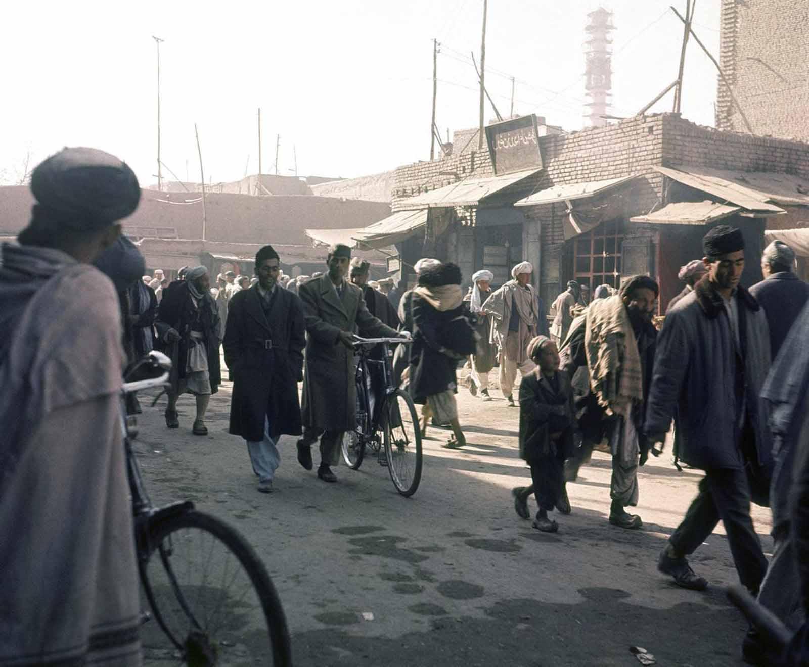 Street scene in Kabul, in November of 1966.