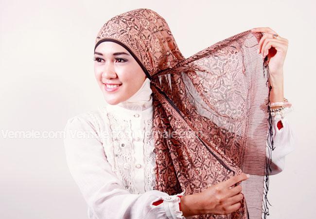 Inilah Contoh Hijab Batik Modern Modis Teranyar 2016 image