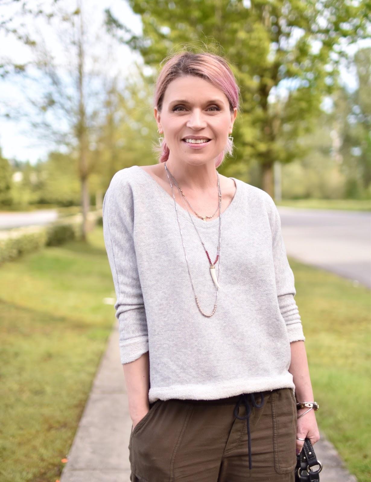 Monika Faulkner outfit inspiration - slouchy cargo pants, v-neck sweatshirt