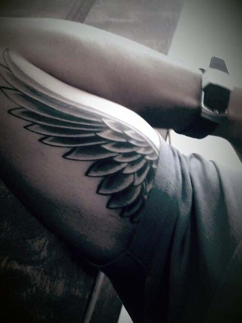 erkek üst kol kanat dövmesi man upper arm wing tattoo