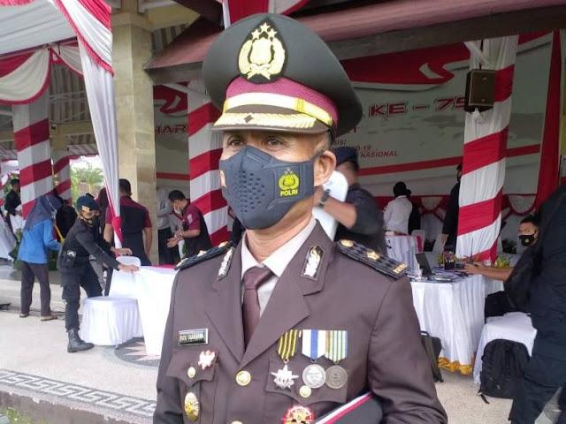 Di HUT Bhayangkara Ke-75 , Satu Kompol Di Polda NTB Mendapat Bintang Nararia Dari Presiden RI