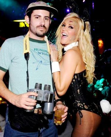Foto de Bridget Marquardt de conejita con Nick Carpenter en fiesta