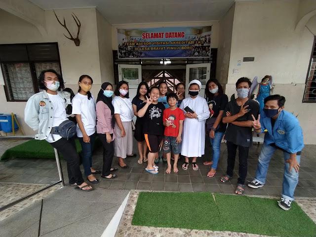 Di Tengah Pandemi, Mahasiswa ASMI Santa Maria Lakukan Aksi Berbagi
