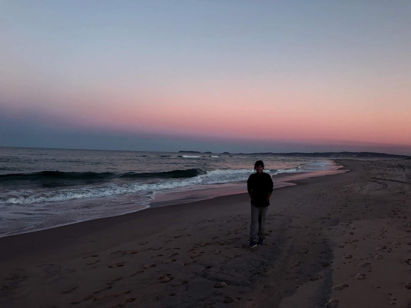 Plaża Rainbow Beach w Australii po zachodzie słońca