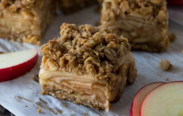 Easy Apple Crisp Bars #desserts #apple