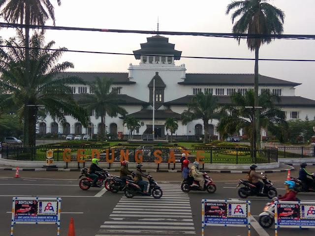 Tempat Sewa Mobil Bandung