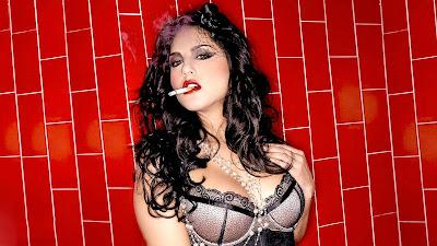 Sunny Leone - A Smokin' Hot Looking Babe