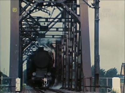 Ucieczka motorem przed pociągiem film