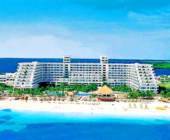 Cancun Beachfront Hotel Thatch Roofs Round Rooms International Buffet