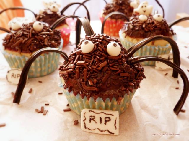 cupcakes con forma de araña, un dulce perfecto para Halloween