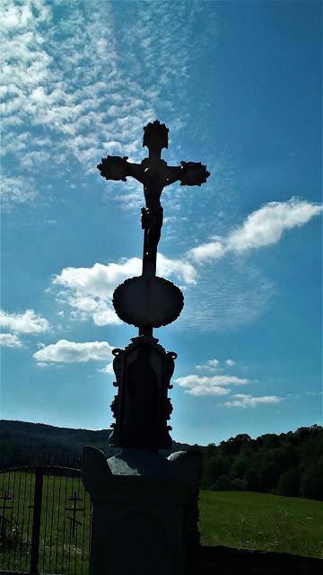 Olchowiec, krzyż przy cerkwi
