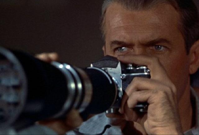 El punto de vista es siempre el que tiene James Stewart, su protagonista.