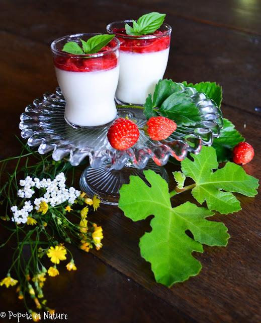 Panna cotta à la feuille de figuier et compotée de fraises au basilic @Popote et Nature
