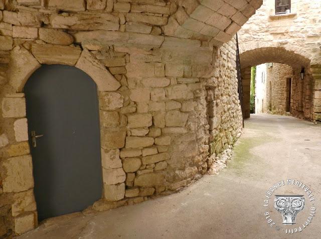 MONTCLUS (30) - Village médiéval