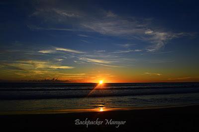 Keindahan sunset dan kesunyian Pantai Batu Belig - Backpacker Manyar