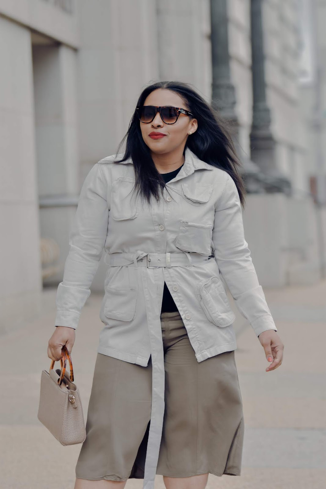 Femme luxe, lux gal, pattys kloset, utlity jacket, safri jacket, safari trend, spring neutrals, spring outfit ideas, shoedazzle boots