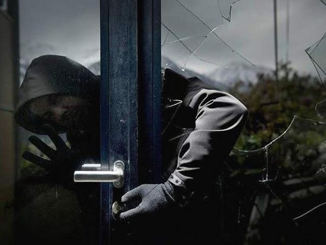 PSP apanha assaltante de moradia escondido debaixo de cama