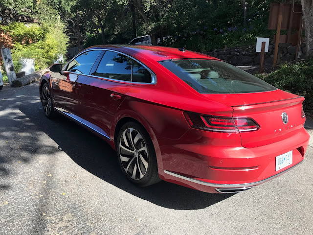 Rear 3/4 view of 2019 Volkswagen Arteon 2.0T Premium R-Line w/4MOTION