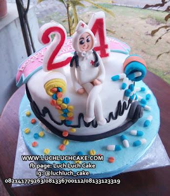 Kue Tart Tema Suster Rumah Sakit