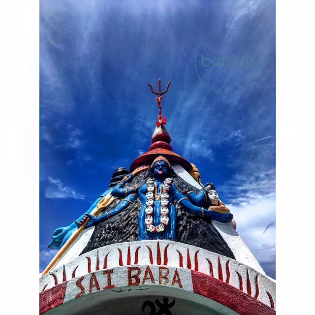 déesse durga en haut d'un temple sur la plage de Cap Malheureux à l'Île Maurice