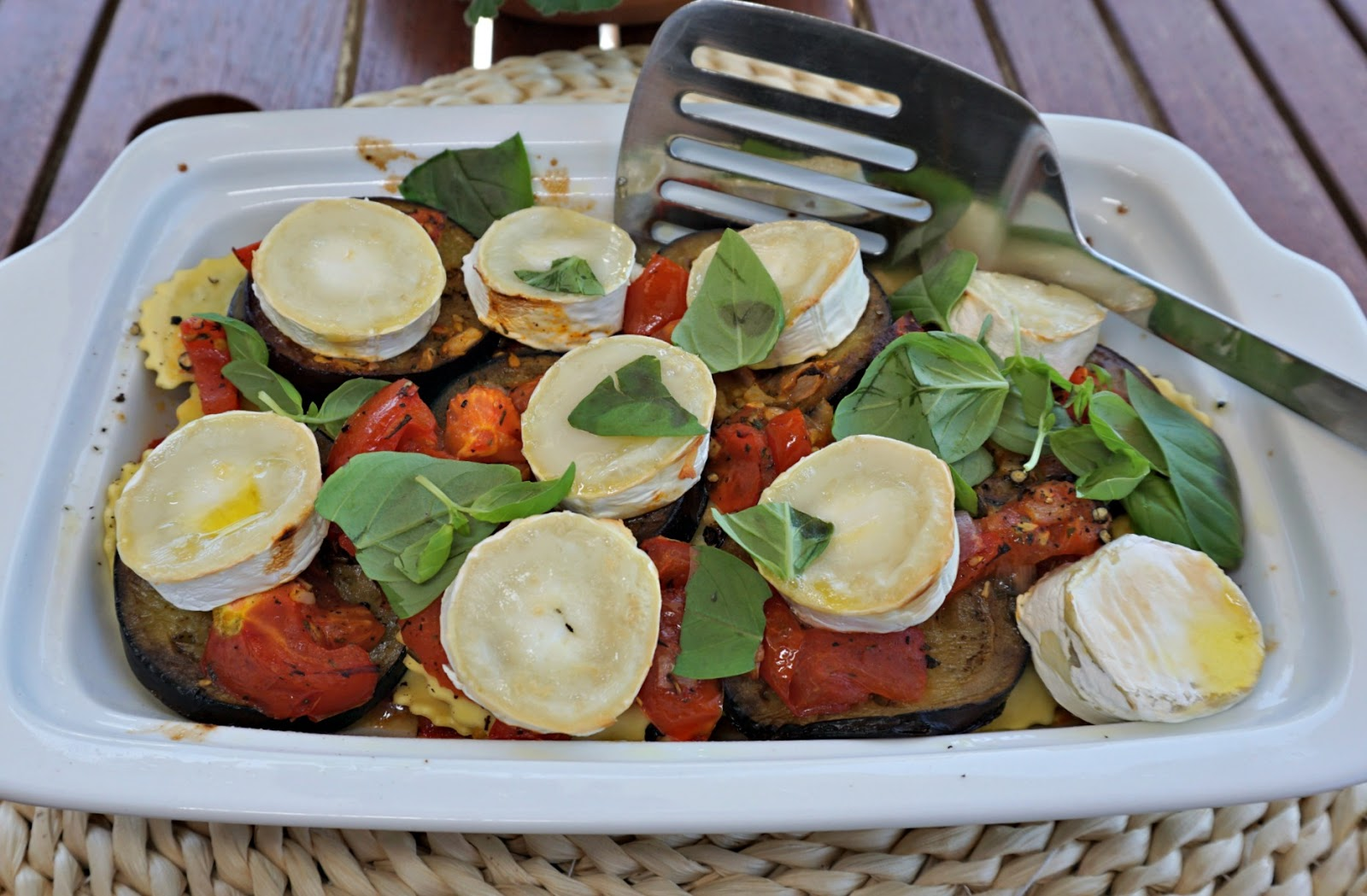 Ravioli gratin with tomatoes, aubergines and chèvre