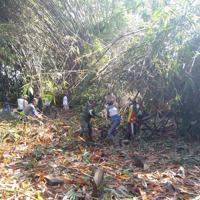 Babinsa Koramil 12/Manisrenggo Bersama Warga Gotong Royong Antisipasi Bencana