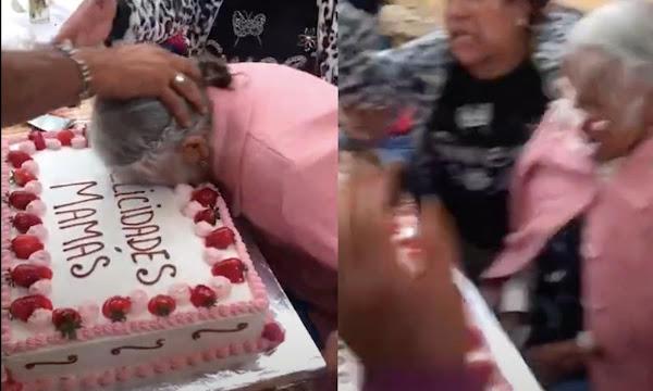 Empujan a abuelita contra pastel de Día de las Madres y redes enfurecen (VIDEO)
