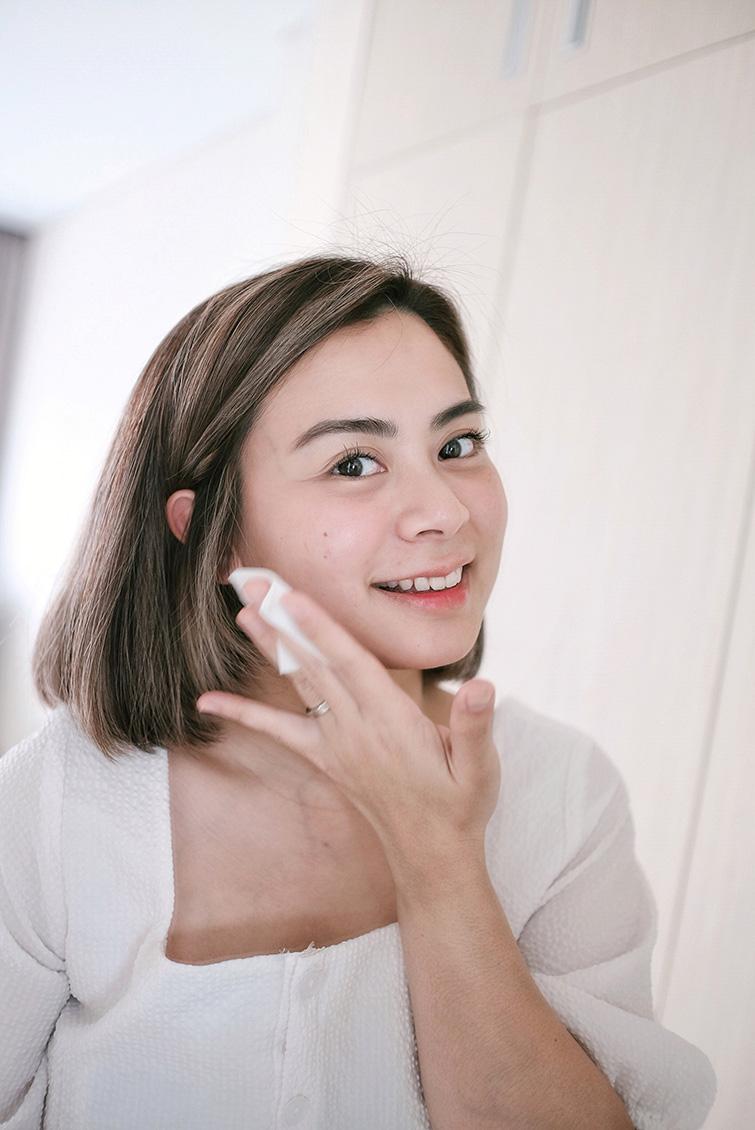 Cara pemakaian SK-II Facial Treatment Essence pada wajah