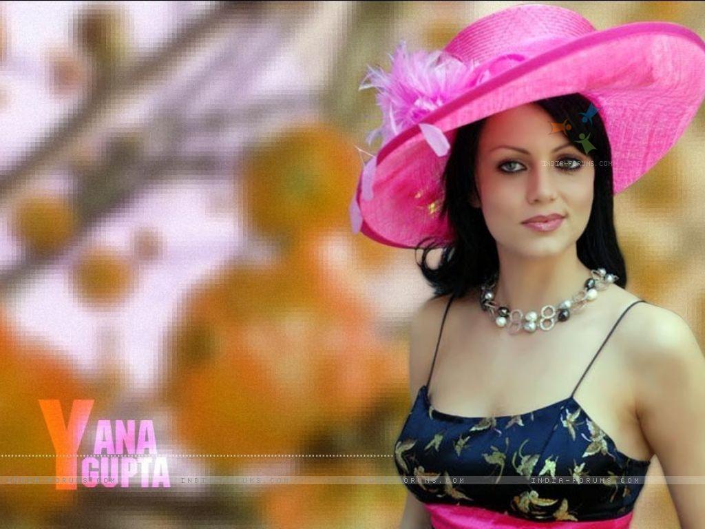yana-gupta-cleat-girls-bouncing-there-ass