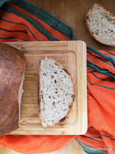 Pszenno-żytni chleb na zakwasie bez formy przepis