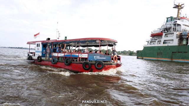 Penampakan Bus Air di Sungai Musi